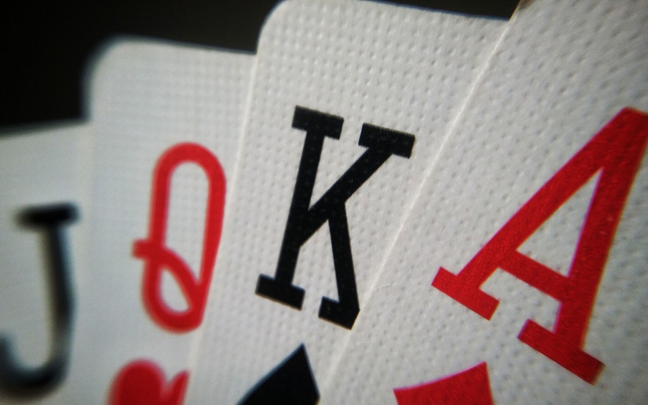 Poker-hand rankings chart (strongest to weakest) and cheat sheet